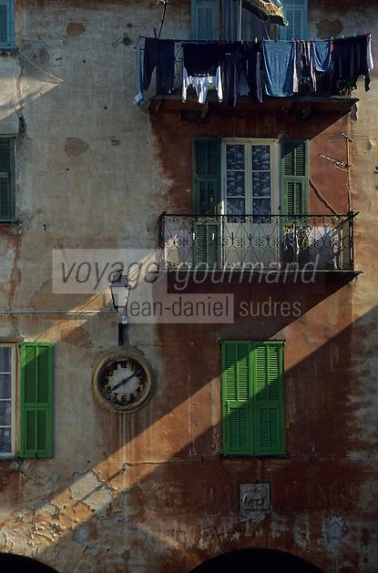 Europe/France/Provence-Alpes-Côtes d'Azur/06/Alpes-Maritimes/Arrière Pays Niçois/Sospel : Détail maison, ancien palais communal sur la place Saint-Nicolas