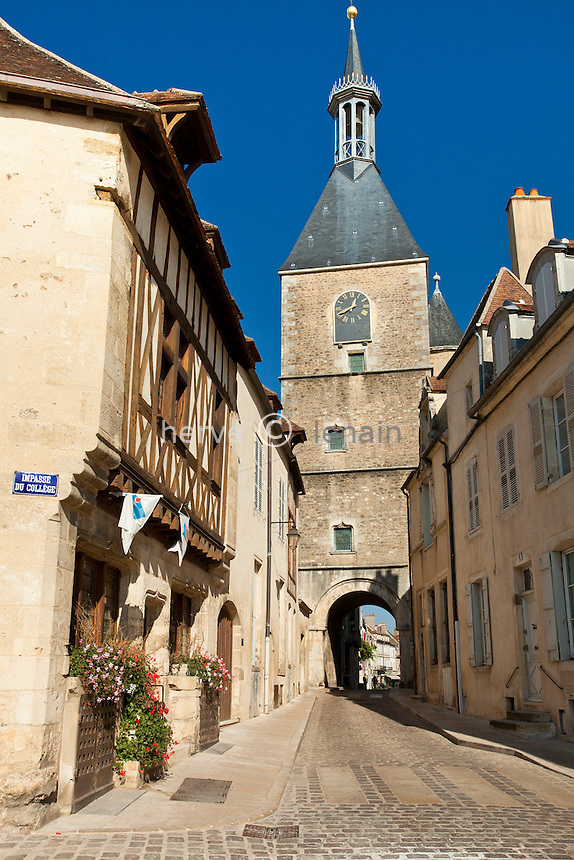 France, Yonne (89), parc naturel régional du Morvan, Avallon, la tour de l'Horloge // France, Yonne, Morvan Regional Natural Park, Avallon, Tour de l'Horloge