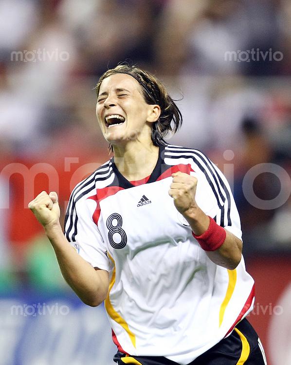 Fussball   International  5. FIFA Frauen Weltmeisterschaft in China    Eroeffnungsspiel Deutschland - Argentinien Germany vs. Argentina Sandra SMISEK (GER) jubelt nach ihrem Tor.