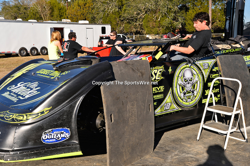 Feb 17, 2014; 4:33:27 PM;  Barberville, FL, USA;  World of Outlaws Late Model Series for 43rd Annual DIRTcar Nationals presented by Summit Racing Equipment at Volusia Speedway Park.  Mandatory Credit: (thesportswire.net)