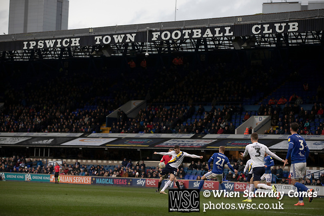 Ipswich Town 0, Oxford United 1, 22/02/2020. Portman Road, SkyBet League One. The visitors on the attack during the second-half as Ipswich Town (in blue) play Oxford United in a SkyBet League One fixture at Portman Road. Both teams were in contention for promotion as the season entered its final months. The visitors won the match 1-0 through a 44th-minute Matty Taylor goal, watched by a crowd of 19,363. Photo by Colin McPherson.
