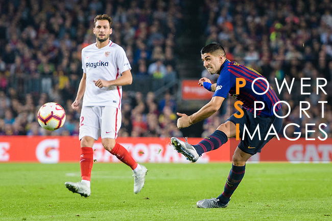 Luis Suarez of FC Barcelona attempts a kick during the La Liga 2018-19 match between FC Barcelona and Sevilla FC at Camp Nou Stadium on October 20 2018 in Barcelona, Spain. Photo by Vicens Gimenez / Power Sport Images