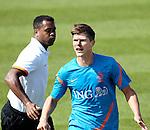 Nederland,Katwijk, 6 september 2012.seizoen 2012/2013.Het Nederlands elftal traint bij Quick boys in Katwijk .Klaas Jan Huntelaar in duel met Patrick Kluivert