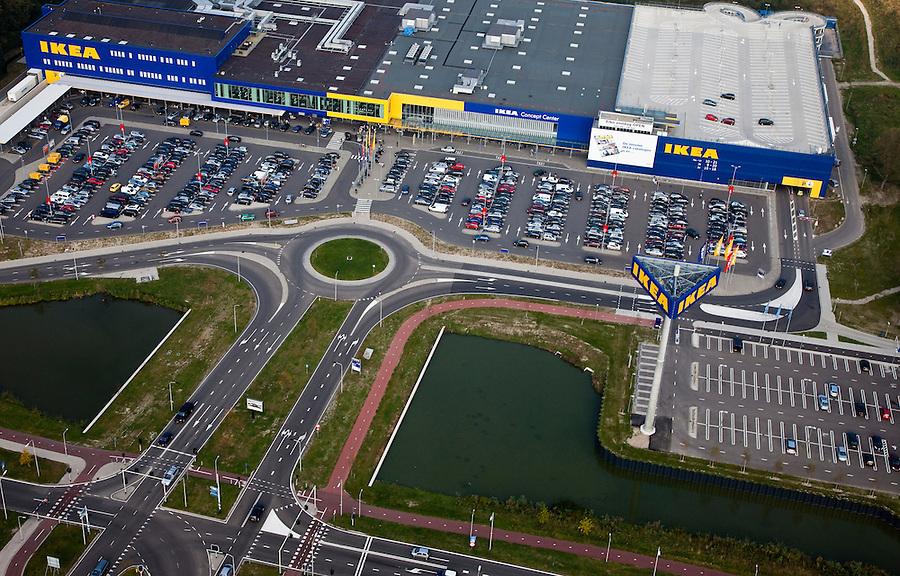 Nederland, Zuid-Holland, Delft, 19-09-2009; Delftse Poort, IKEA, woonwarenhuis, IKEA Concept Centre met parkeerterrein en parkeerdek IKEA, home furnishing store, IKEA Concept Center with parking..luchtfoto (toeslag), aerial photo (additional fee required).foto/photo Siebe Swart