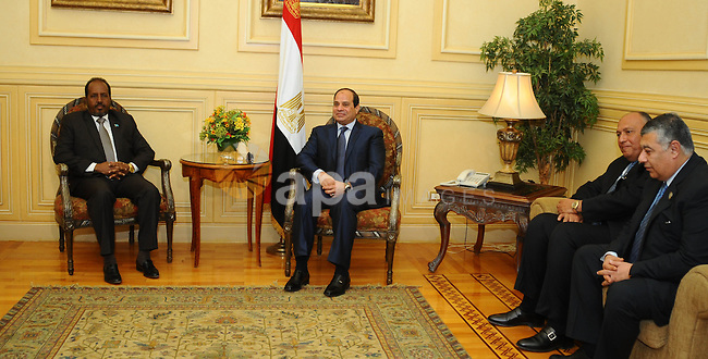 A handout picture made available by the Egyptian presidency shows Egyptian President Abdel Fattah al-Sisi (R) meeting with Somali President Hassan Sheikh Mohamud upon the latter's arrival in Red Sea resort of Sharm El-Sheikh on March 27, 2015, ahead of an Arab League summit. Yemen's President Abedrabbo Mansour Hadi arrived in Egypt for a weekend Arab League summit at which his country takes centre stage amid Saudi-led coalition attacks on Huthi rebels. Egyptian Presidency