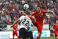 Anastasios Donis (VfB Stuttgart) mit einem frechen und nicht ungefährlichen Lupfer gegen Timothy Chandler (Eintracht Frankfurt) - 30.09.2017: Eintracht Frankfurt vs. VfB Stuttgart, Commerzbank Arena