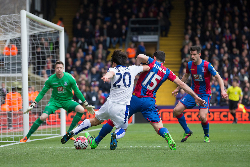 Leicester City's Shinji Okazaki battles for possession with Crystal Palace's Mile Jedinak<br /> <br /> Photographer Craig Mercer/CameraSport<br /> <br /> Football - Barclays Premiership - Crystal Palace v Leicester City - Saturday 19th March 2016 - Selhurst Park - London<br /> <br /> &copy; CameraSport - 43 Linden Ave. Countesthorpe. Leicester. England. LE8 5PG - Tel: +44 (0) 116 277 4147 - admin@camerasport.com - www.camerasport.com
