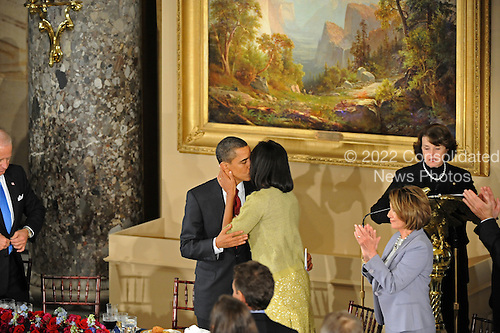 Washington, DC - January 20, 2009 -- United States Barack Obama kisses Michelle after he gave a brief toast at the luncheon at Statuary Hall in the U.S. Capitol in Washington DC following Barack Obama's swearing in as the 44th President of the United States on January 20, 2009..Credit: Amanda Rivkin - Pool via CNP