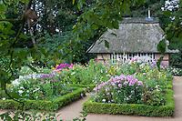 Garten, Bauerngarten, Bauern-Garten, Beet, Beete, Reetdach, Kräuter, Buchsbaum, Buchsbaumhecke, Buchsbaum-Hecke, Botanischer Garten Hamburg, garden, cottage garden