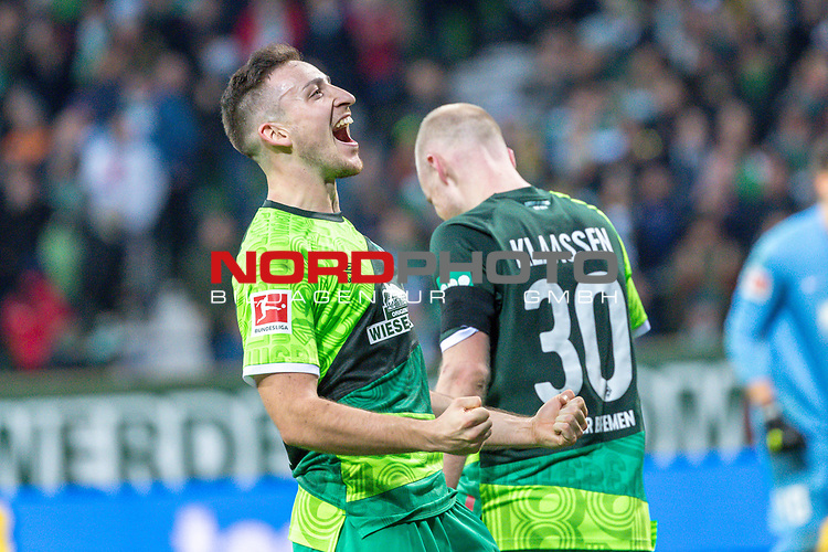 10.02.2019, Weser Stadion, Bremen, GER, 1.FBL, Werder Bremen vs FC Augsburg, <br /> <br /> DFL REGULATIONS PROHIBIT ANY USE OF PHOTOGRAPHS AS IMAGE SEQUENCES AND/OR QUASI-VIDEO.<br /> <br />  im Bild<br /> <br /> jubel Davy Klaassen (Werder Bremen #30)<br /> Kevin M&ouml;hwald / Moehwald (Werder Bremen #06)<br /> <br /> Foto &copy; nordphoto / Kokenge