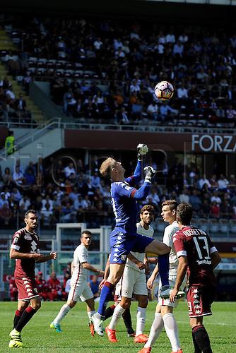 25.09.2016. Stadio Olimpico Grande Torino, Turin, Italy. Serie A Football. Torino versus Roma. Joe Hart punches the ball away.