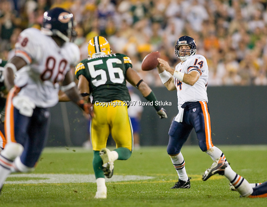 Quarterback Brian Griese #14 of the Chicago Bears finds tight end Desmond Clark #88 wide open for the winning touchdown during an NFL football game against the Green Bay Packers at Lambeau Field on October 7, 2007 in Green Bay, Wisconsin. The Bears beat the Packers 27-20. (Photo by David Stluka)