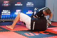 BARUERI, SP, 07.10.2013 - TREINO UFC/BARUERI - lutador Dong Hyun Kin durante treino no UFC Fight no combate 29 na tarde desta segunda-feira, 07 no ginasio Jose Correa em Barueri. (Foto: Adriana Spaca / Brazil Photo Press).