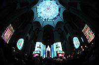 SAO PAULO, SP, 01.12.2013 - NATAL ILUMINADO -  Abertura do Natal Iluminado 2013, na Catedral da Sé, região central da cidade, neste domingo. (Foto: Vanessa Carvalho / Brazil Photo Press).