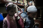"""Departure from Mumbai. In two days, this young Indian woman will be in Calcutta (Kolkata). By plane, it would have taken 2h30, but paid much more: the cheapest ticket costs 6 euros, and the place in air-conditioned berth about 40 euros. In India, rail remains the most economical transport.<br />The CST station in Mumbai, India's oldest railway station, hosts 8 million passengers x day. The doors of nearly 3000 commuter trains running daily remain open to avoid suffocations. This apparent chaos is nevertheless managed by an ultra-modern """"TMS"""" signaling system, making this station classified by Unesco as a model for Indian Railways."""