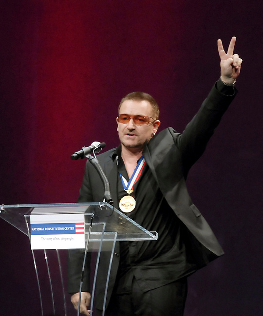 Rockstar Bono acknowledges the crowd following his receiving the 2007 Liberty Medal presented by President George H.W. Bush at the National Constitution Center Thursday, Sept. 27, 2007 in Philadelphia. (Bloomberg News/Bradley C Bower)