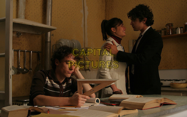 ELIO GERMANO, DIANE FLERI & RICCARDO SCAMARCIO.in My Brother Is An Only Child (Mio fratello e figlio unico).*Filmstill - Editorial Use Only*.CAP/PLF.Supplied by Capital Pictures.
