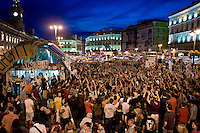 Los Indignados, Demonstrators attend a public assembly in Plaza del Sol..Los Indignados durante una assemblea pubblica .