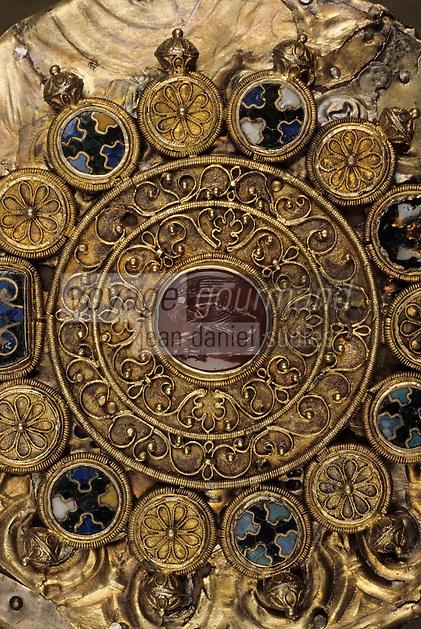 """Europe/France/Auvergne/12/Aveyron/Conques: Trésor - Reliquaire dit """"de Charlemagne"""" vermeil - XIIème"""