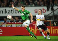 FUSSBALL   1. BUNDESLIGA    SAISON 2012/2013    8. Spieltag   SV Werder Bremen - Borussia Moenchengladbach  07.10.2012 Nils Petersen (li, SV Werder Bremen) gegen Tony Jantschke (re, Borussia Moenchengladbach)