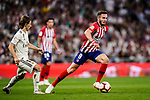 Saul Niguez of Atletico de Madrid (R) in action against Luka Modric of Real Madrid (L) during their La Liga  2018-19 match between Real Madrid CF and Atletico de Madrid at Santiago Bernabeu on September 29 2018 in Madrid, Spain. Photo by Diego Souto / Power Sport Images