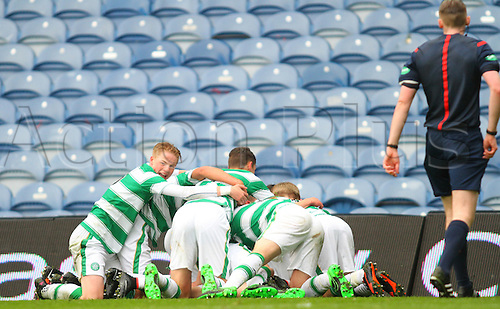28.04.2016. Ibrox Stadium, Glasgow, Scotland. Youth Glasgow Cup Final. Rangers U17 versus Celtic U17. Celtic players celebrate the first goal