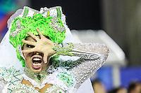 RIO DE JANEIRO, RJ, 09.02.2016 - CARNAVAL-RJ - Integrantes da escola de samba Imperatriz Leopoldinense durante segundo dia de desfiles do grupo especial do Carnaval do Rio de Janeiro no Sambódromo Marquês de Sapucaí na região central da capital fluminense na  madrugada desta segunda-feira, 09. (Foto: Vanessa Carvalho/Brazil Photo Press)