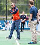BLOEMENDAAL - coach Teun de Nooijer (Bl'daal) , 2e play out wedstrijd tussen Bloemendaal-HGC dames (2-0). COPYRIGHT KOEN SUYK