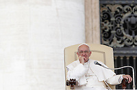 Papa Francesco tiene l'udienza generale del mercoledi' in Piazza San Pietro, Citta' del Vaticano, 7 ottobre 2015.<br /> Pope Francis attends his weekly general audience in St. Peter's Square at the Vatican, 7 October 2015.<br /> UPDATE IMAGES PRESS/Isabella Bonotto<br /> <br /> STRICTLY ONLY FOR EDITORIAL USE