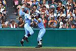 (L-R) Shinnosuke Ogasawara, Kyohei Miyachi, AUGUST 20, 2015 - Baseball : Shinnosuke Ogasawara (L) of Tokai University Sagami celebrates with Kyohei Miyachi (R) after hitting a solo home run in the ninth inning during the 97th Japanese High School Baseball Championship final match Tokai University Sagami 10-6 Sendai Ikuei at Hanshin Koshien Stadium in Nishinomiya, Hyogo, Japan. (Photo by Katsuro Okazawa/AFLO)