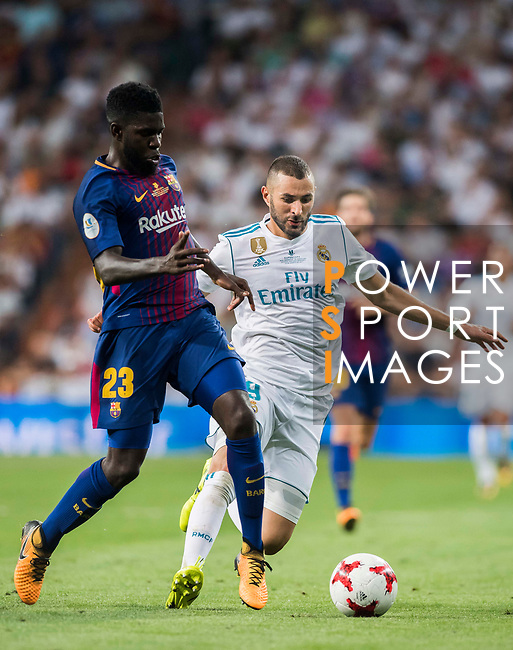 Karim Benzema (r) of Real Madrid is tackled by Samuel Umtiti of FC Barcelona during their Supercopa de Espana Final 2nd Leg match between Real Madrid and FC Barcelona at the Estadio Santiago Bernabeu on 16 August 2017 in Madrid, Spain. Photo by Diego Gonzalez Souto / Power Sport Images