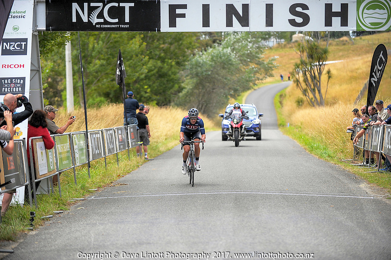 JLT Condor's Steve Lampier finishes third during the NZ Cycle Classic stage two of the UCI Oceania Tour in Wairarapa, New Zealand on Monday, 23 January 2017. Photo: Dave Lintott / lintottphoto.co.nz