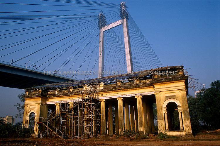 1/24/2004--Calcutta, India..Prinsep Monument with new Vidyasagar Setu cable bridge behind...Photograph by Stuart Isett.©2007 Stuart Isett. All rights reserved