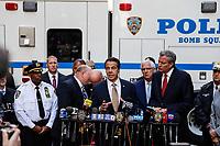 NOVA YORK, EUA, 24.10.2018 - SEGURANÇA-EUA - O govenador de Nova York Andrew Cuomo (gravata dourada), o prefeito Bill de Blasio ( gravata vermelha) e o chefe do departamento da Policia de Nova York James P. O'Neill (gravata rosa) atende a imprensa na região onde um pacote suspeito foi encontrado do escritório da CNN próximo ao Columbus Circle em New York nesta quarta-feira, 24. (Foto: Vanessa Carvalho/Brazil Photo Press)
