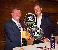 14-09-12, Netherlands, Amsterdam, Tennis, Daviscup Netherlands-Swiss,  KNLTB contract tussen Dunlop, Frans Swinkels (L) en de KNLTB Evert-Jan Hulshof.