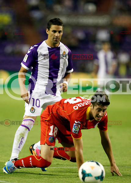 Real Valladolid´s Oscar (b) and Getafe's Escudero (f) during La Liga match.August 31,2013. (ALTERPHOTOS/Victor Blanco)