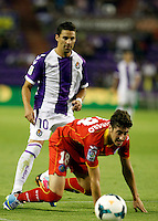 Real Valladolid´s Oscar (b) and Getafe's Escudero (f) during La Liga match.August 31,2013. (ALTERPHOTOS/Victor Blanco)