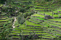 PHILIPPINES, Ifugao Province, Cordilleras, Banaue, Hunduan, rice farming on Hapao rice terraces in mountains, traditional Ifugao House / PHILIPPINEN, Banaue, Hapao Reisterrassen, Reisanbau und Reisfelder in den Bergen bei Hunduan, traditionelles Ifugao Haus