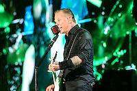 """SAO PAULO, SP, 22.03.2014 - SHOW METALICA - SAO PAULO  Turnê """"By Request"""" da banda Metallica, no Estádio do Morumbi, em São Paulo, na tarde deste sábado. A apresentação do grupo heavy metal está marcada para às 21h. (Foto: Vanessa Carvalho / Brazil Photo Press)."""