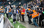 Solna 2014-03-16 Bandy SM-final herrar Sandvikens AIK - V&auml;ster&aring;s SK :  <br /> Sandvikens Magnus Muhr&eacute;n Muhren tackar och jublar med Sandvikens supportrar framf&ouml;r fotografer<br /> (Foto: Kenta J&ouml;nsson) Nyckelord:  SM SM-final final herr herrar VSK V&auml;ster&aring;s SAIK Sandviken  jubel gl&auml;dje lycka glad happy