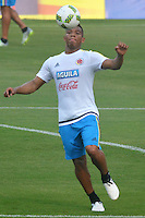 BARRANQUILLA - COLOMBIA -08-10-2015: Frank Fabra jugador de la Selección Colombia durante entrenamiento en la cancha de la Universidad Autónoma de Barranquilla. Colombia se prepara para el próximo partido contra Uruguay por la clasificación a la Copa Mundo FIFA 2018 Rusia. / Frank Fabra player of Colombian team during training session at Universidad Autonoma field in Barranquilla city. Colombian team prepares the next match against Uruguay for the qualifier of the  2018 FIFA World Cup Russia. Photo: VizzorImage / Alfonso Cervantes / Cont