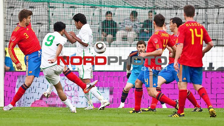 29.05.2010, Tivoli, Innsbruck, AUT, FIFA Worldcup Vorbereitung, Testspiel Spanien (ESP) vs Saudi Arabien (KSA), im Bild Tor von Al Shahlawi Mohammed ( KSA #9 ) 2:2.  Foto: nph /  J. Groder *** Local Caption *** Fotos sind ohne vorherigen schriftliche Zustimmung ausschliesslich f&uuml;r redaktionelle Publikationszwecke zu verwenden.<br /> <br /> Auf Anfrage in hoeherer Qualitaet/Aufloesung