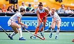 Den Bosch  - Frederique Matla (Ned) met Anne-Sophie Weyns (Belgie) en Judith Vandermeiren (Belgie)   tijdens  de Pro League hockeywedstrijd dames, Nederland-Belgie (2-0).    COPYRIGHT KOEN SUYK