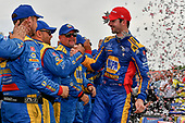 Alexander Rossi, Andretti Autosport Honda celebrates the win in victory lane with crew
