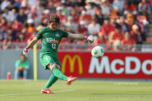 Takuya Masuda (Sanfrecce),.MAY 6, 2013 - Football / Soccer :.2013 J.League Division 1 match between Omiya Ardija 2-1 Sanfrecce Hiroshima at NACK5 Stadium Omiya in Saitama, Japan. (Photo by Kenzaburo Matsuoka/AFLO)