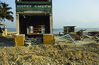 "Asien Indien IND Andamanen und Nikobaren Tsunami Zerstörung durch Seebeben und Tsunami Flutwelle auf Insel Little Andaman Ort Hut Bay -  Flut Welle Meer Ozean Beben xagndaz | Third world Asia India Andaman and Nicobar Islands Tsunami disaster catastrophe destruction in Hut bay on Little Andaman island earthquake seaquake ocean sea wave flood destroy. | [copyright  (c) Joerg Boethling/agenda , Veroeffentlichung nur gegen Honorar und Belegexemplar an / royalties to: agenda  Rothestr. 66  D-22765 Hamburg  ph. ++49 40 391 907 14  e-mail: boethling@agenda-fototext.de  www.agenda-fototext.de  Bank: Hamburger Sparkasse BLZ 200 505 50 kto. 1281 120 178  IBAN: DE96 2005 0550 1281 1201 78 BIC: ""HASPDEHH""] [#0,26,121#]"