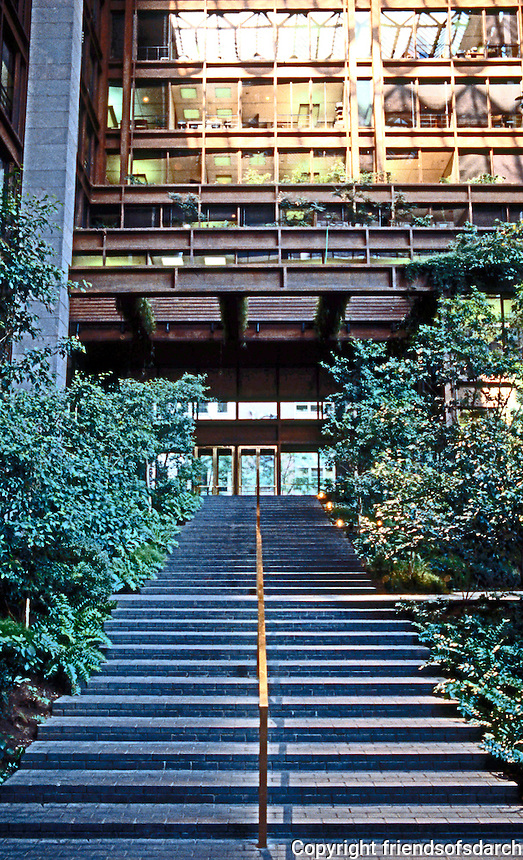 Kevin Roche John Dinkerloo Assoc.: New York Ford Foundation, 42nd St. Entrance. 1967.