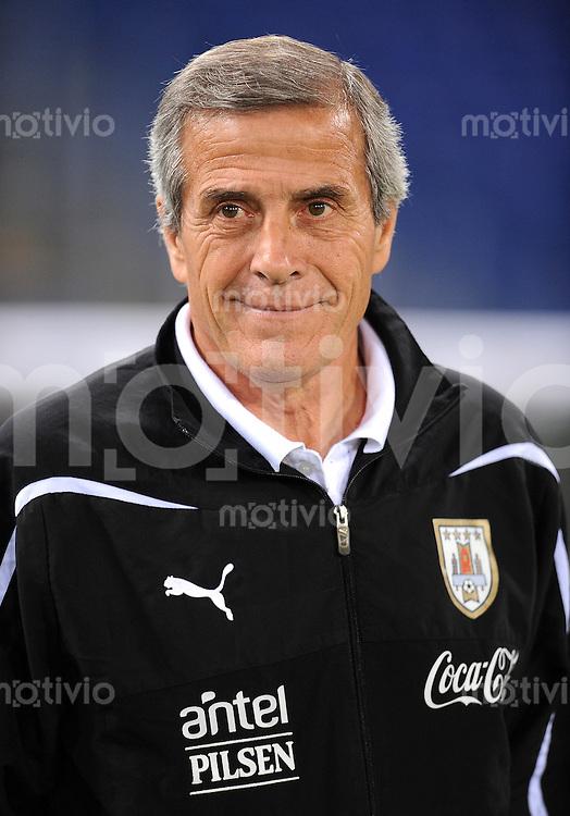 Fussball International, Nationalmannschaft   EURO 2012 Play Off, Qualifikation, Italien - Uruguay      15.11.2011 Trainer Oscar Tabarez (Uruguay)
