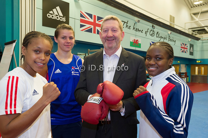 Len McCluskey and the womens boxing team. L-R Natasha John, Savannah Marshell, Len McCluskey and Nicola Adams
