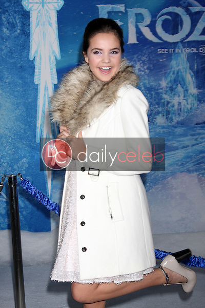 Bailee Madison<br /> at the &quot;Frozen&quot; Los Angeles Premiere, El Capitan, Hollywood, CA 11-19-13<br /> David Edwards/DailyCeleb.Com 818-249-4998